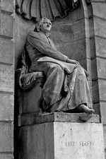 Statue of composer a